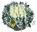 Iğdır Akyumak 14 şubat sevgililer günü çiçek  Beyaz harika bir gül sepeti