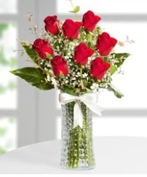 7 Adet vazoda kırmızı gül sevgiliye özel  Iğdır Obaköy cicekciler , cicek siparisi