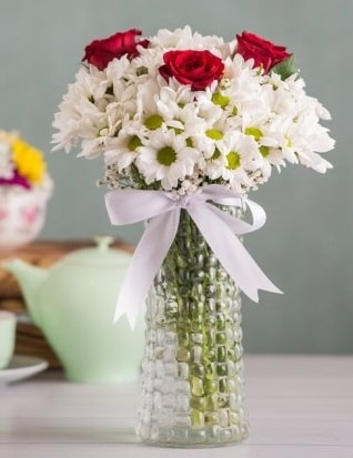Papatya Ve Güllerin Uyumu camda  Iğdır 14 kasım hediye çiçek yolla