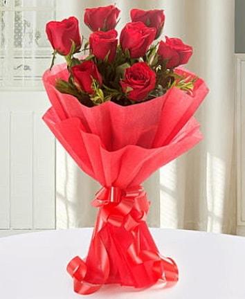 9 adet kırmızı gülden modern buket  Iğdır Bağlar ucuz çiçek gönder