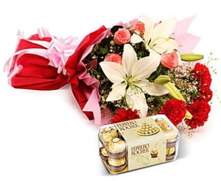 Karışık buket ve kutu çikolata  Iğdır Konaklı internetten çiçek siparişi