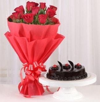 10 Adet kırmızı gül ve 4 kişilik yaş pasta  Iğdır Enginalan uluslararası çiçek gönderme