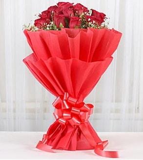 12 adet kırmızı gül buketi  Iğdır Aşağı erhacı online çiçek gönderme sipariş
