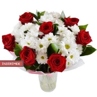 7 kırmızı gül ve 1 demet krizantem  Iğdır 14 kasım hediye çiçek yolla