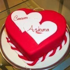 6 kişilik kırmızı kalp yaş pasta
